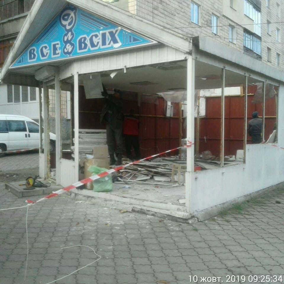 У Луцьку демонтували торговий павільйон