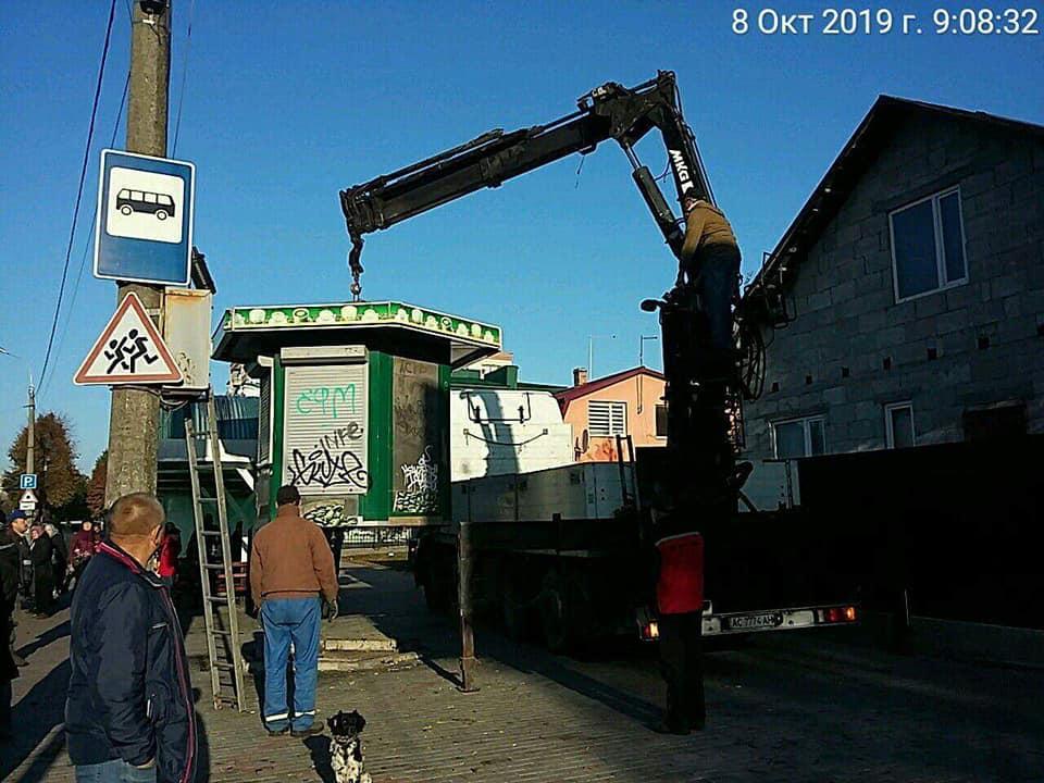 У Луцьку демонтували чотири тимчасові споруди. ФОТО