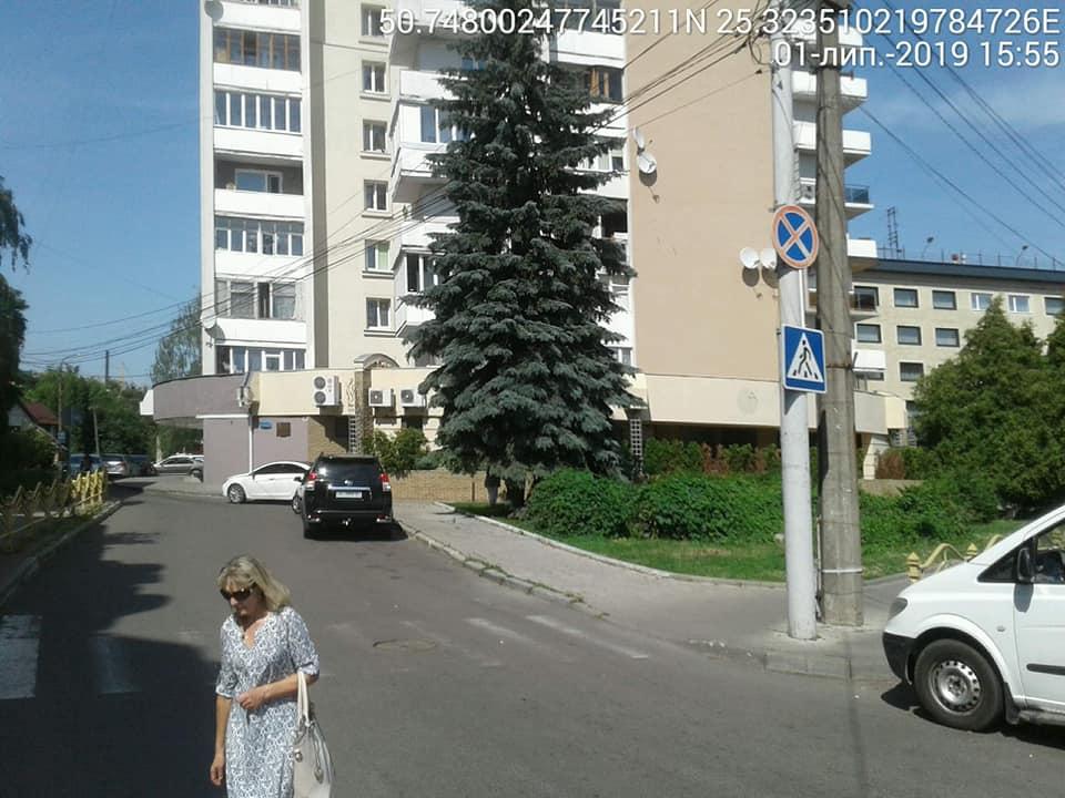 Луцькі муніципали виграли чергову справу щодо паркування у місті. ФОТО