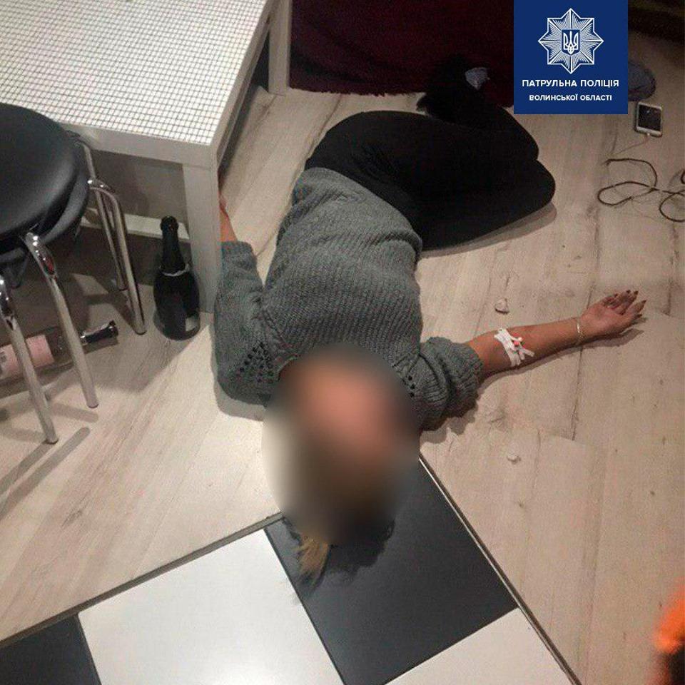 У Луцьку 30-річна жінка порізала собі руки. ВІДЕО