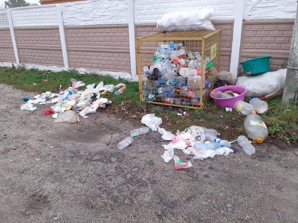 «А ще хочете в Європу»: на Волині люди закидали вулицю сміттям. ФОТО