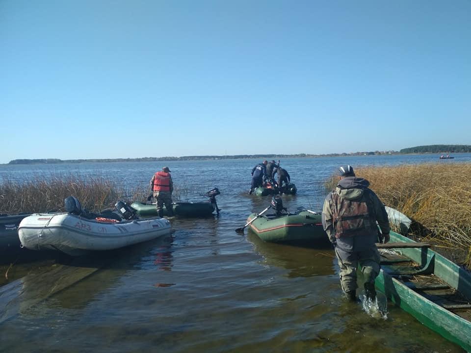 Водолази обстежили 15 га дна озера у пошуках посадовця Луцькради