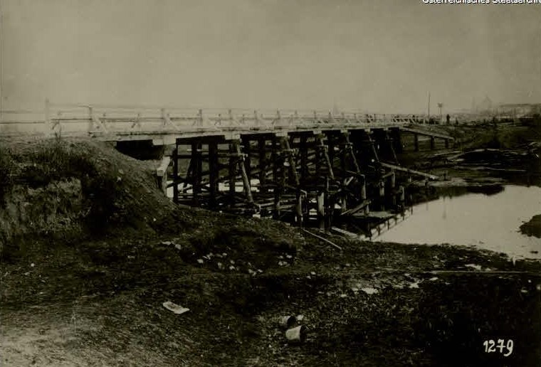 Лучанам показали, як виглядав міст через Жидувку понад 100 років тому