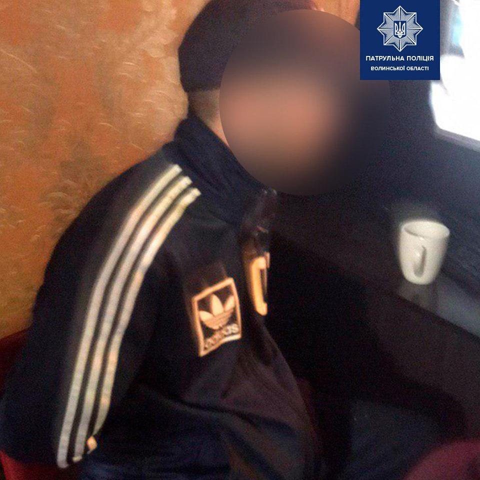 У Луцьку в інтернет-кафе виявили двох чоловіків з наркотиками