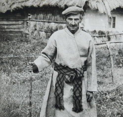 Волинянам показали, як виглядав чоловік у традиційному поліському одязі
