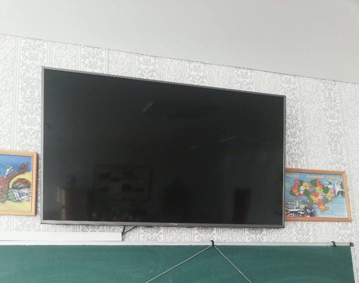 У класі однієї з луцьких шкіл встановили телевізор. ФОТО