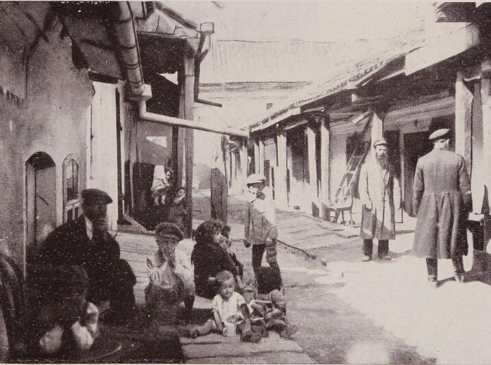 Волинянам показали, як виглядала вулиця одного з міст на Волині 100 років тому