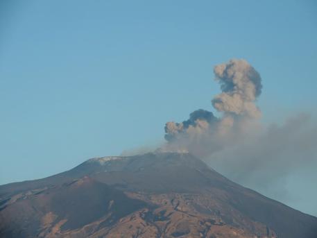 На Сицилії прокинувся вулкан Етна
