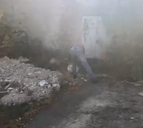 У Луцьку «на гарячому» спіймали чоловіка, який викидав сміття на території загального користування