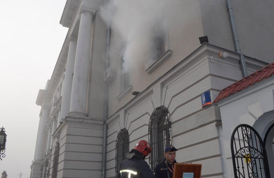 У Луцьку «горіла» будівля міграційної служби. ФОТО