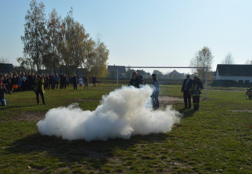 Рятувальники навчали школярів на Волині, як діяти під час пожежі. ФОТО
