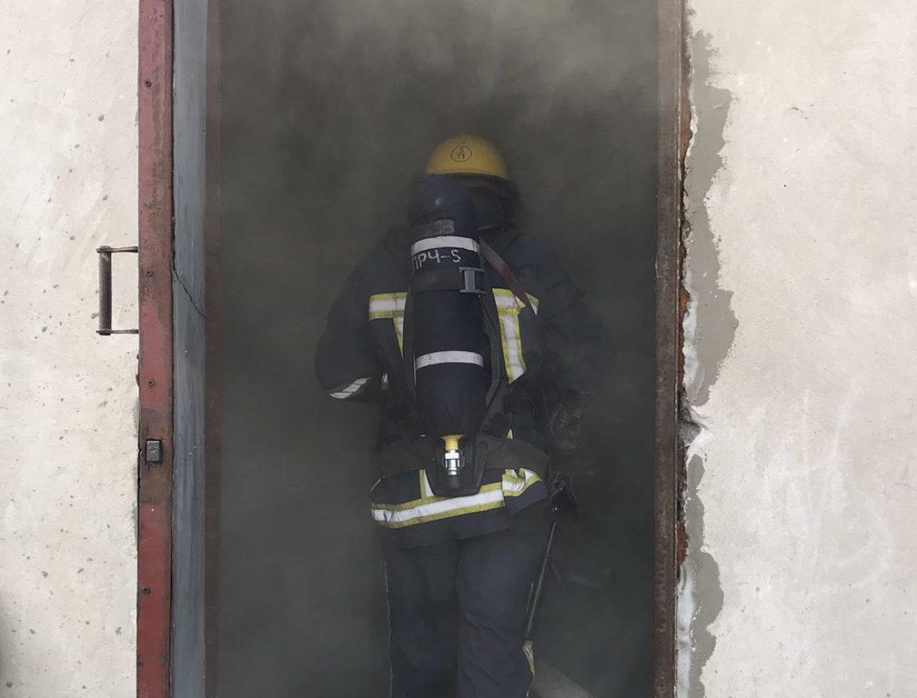 На Волині рятувальники провели заняття у теплодимокамері. ФОТО