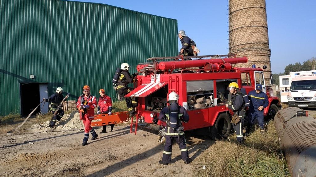 На Волині рятувальники провели навчання з ліквідації пожежі на об'єкті лісового господарства. ФОТО