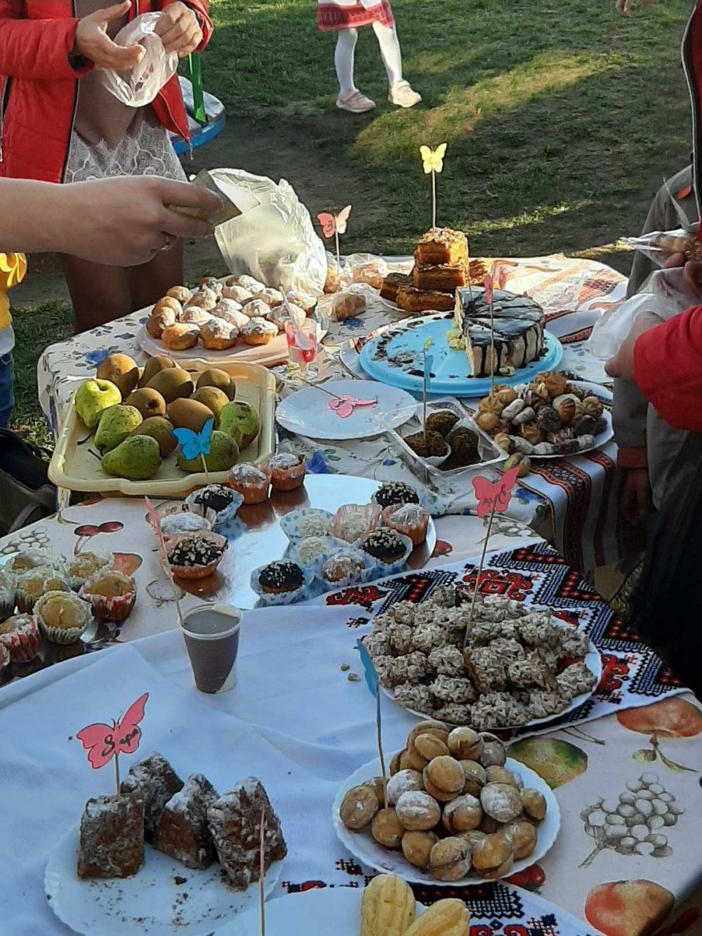 На Волині провели благодійний ярмарок солодощів