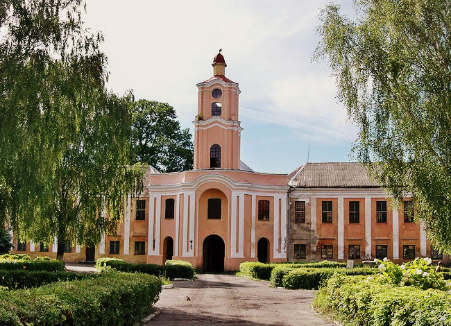 Волинянам показали інтер'єр однієї із кімнат в Олицькому палаці Радзивіллів. ФОТО
