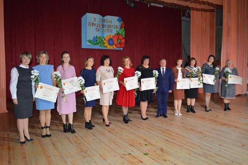 На Волині вручили премії переможцям конкурсу «Успішний педагог»