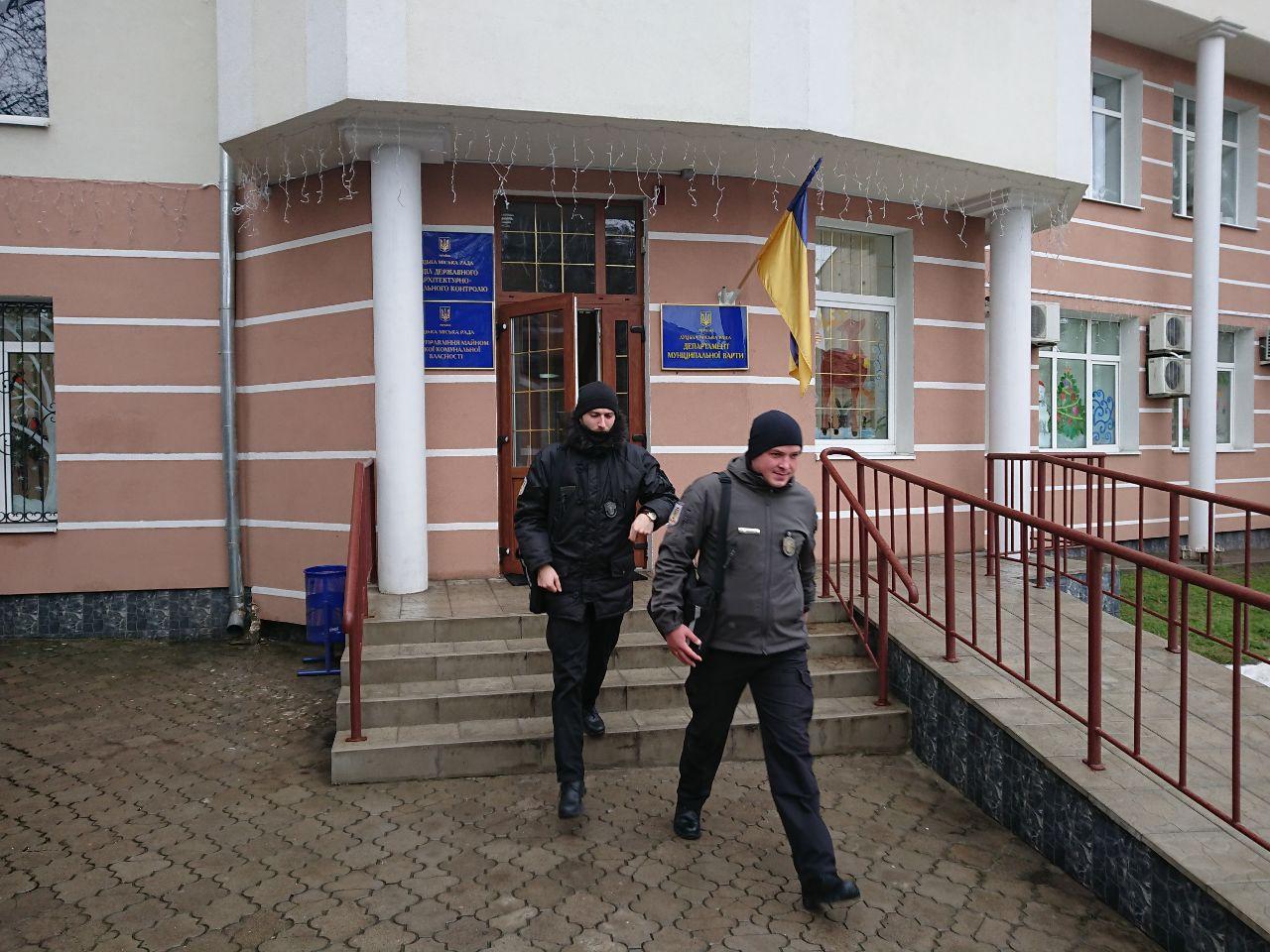 Луцькі муніципали витратили майже 68 тисяч гривень на двері