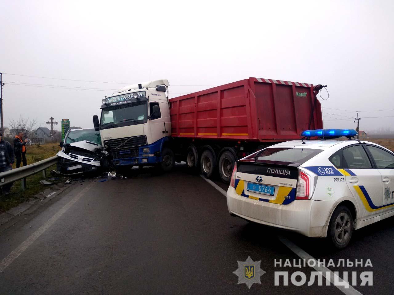Лучанин не впорався з керуванням вантажівки та спричинив ДТП
