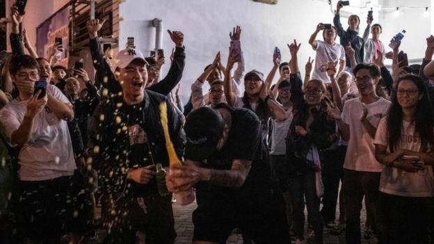 Вибори в Гонконгу: опозиція розгромила пропекінських кандидатів