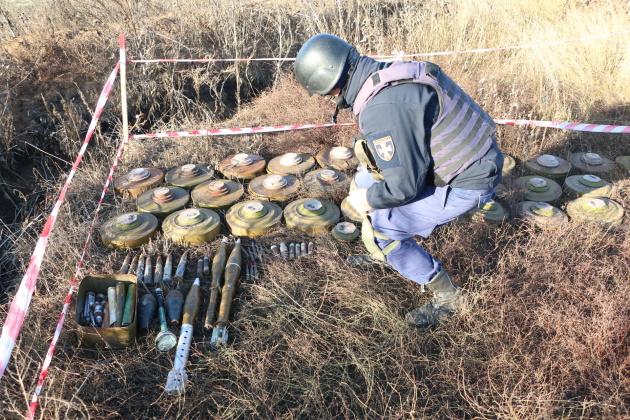 Рятувальники розмінували 12 гектарів на Донеччині