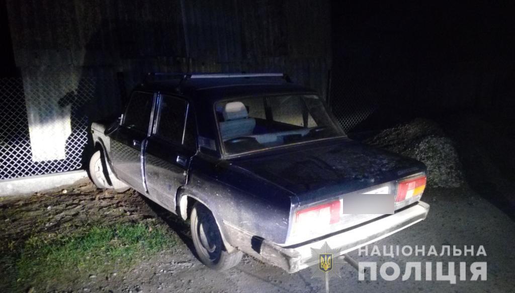На Волині чоловік на викраденому автомобілі в'їхав у паркан