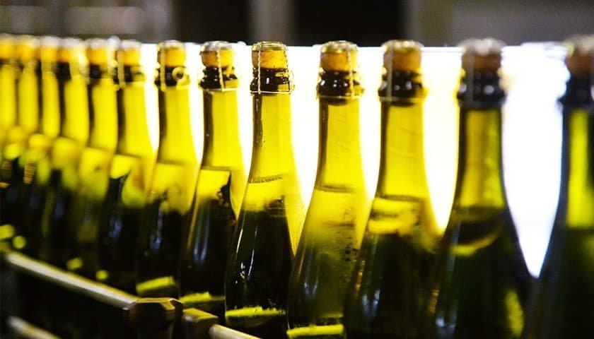 «А в Європі так можна»: у Луцькому супермаркеті чоловік відмовився платити за випите шампанське
