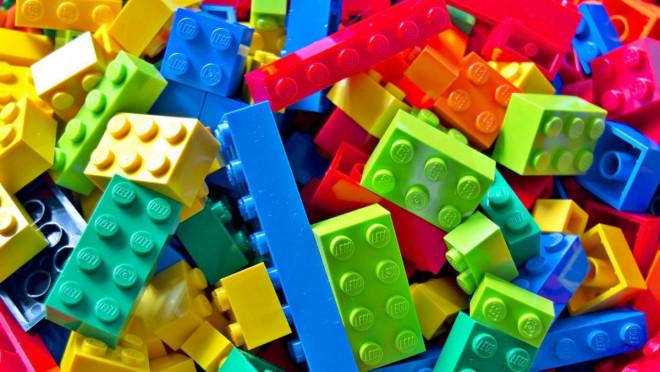 Для першокласників Волині прибули конструктори «LEGO»