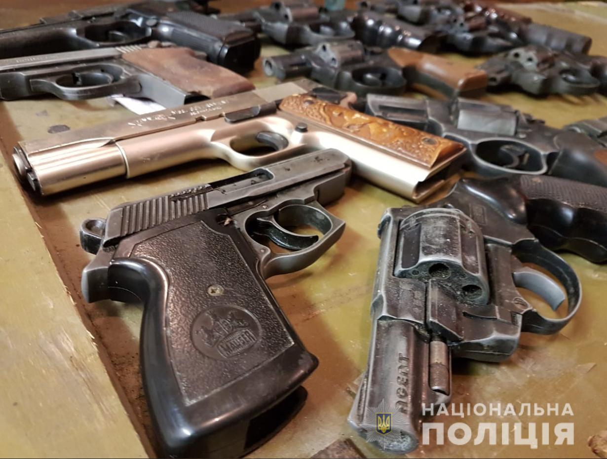 Волиняни за місяць здали до поліції понад десять тисяч боєприпасів
