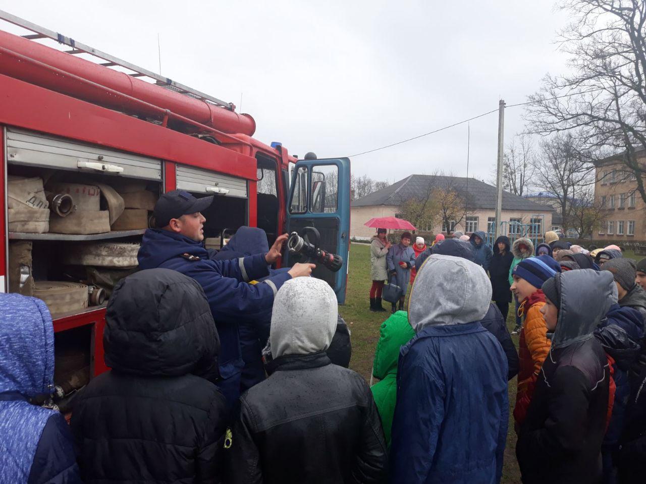 На Волині рятувальники провели пізнавальну акцію для школярів