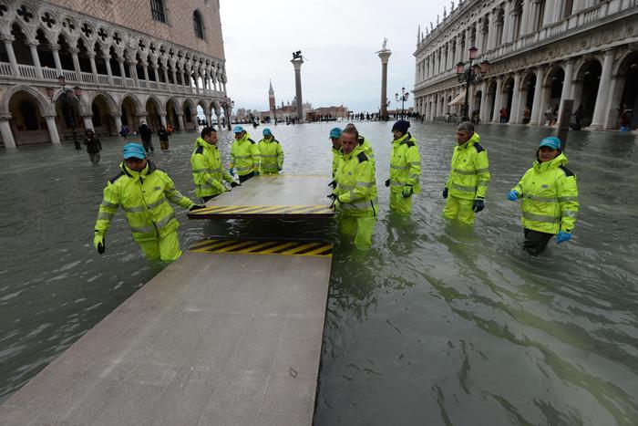 У Венеції рівень води досяг півтора метра