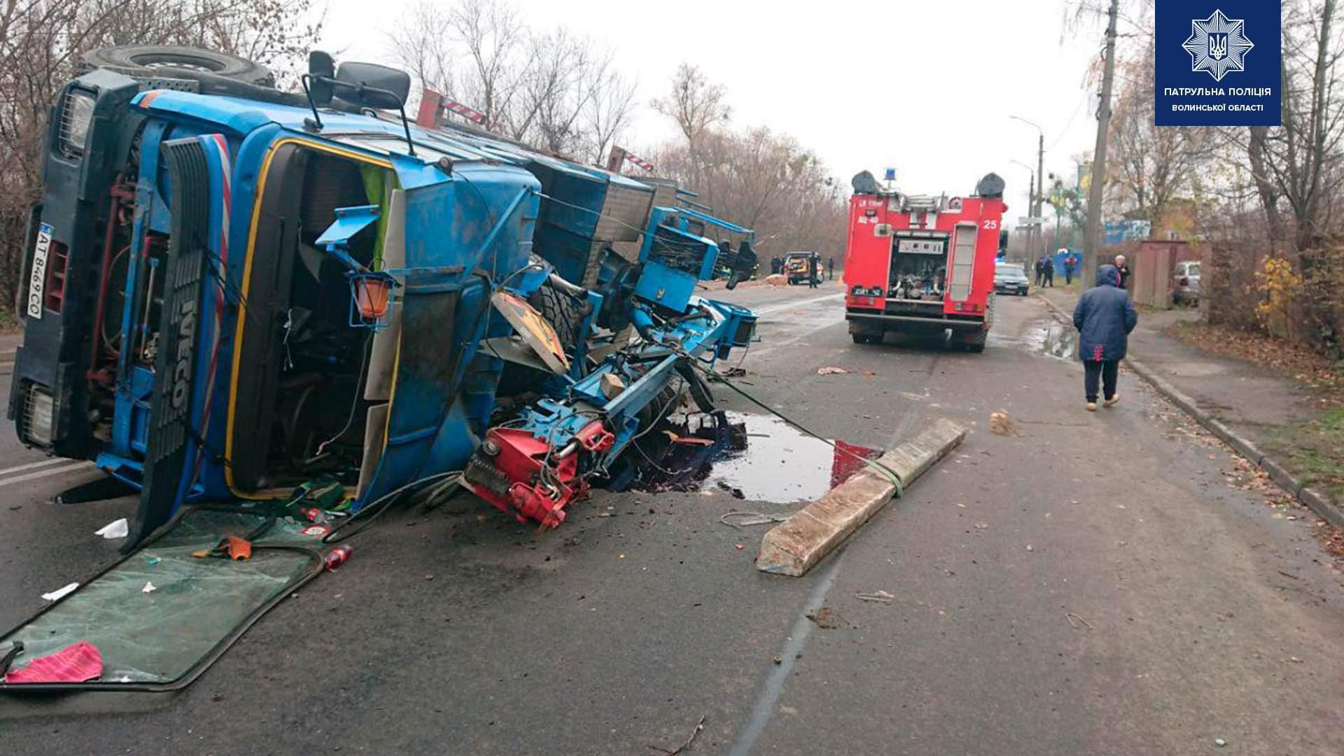 Через аварію на Набережній у Луцьку перекрили рух транспорту