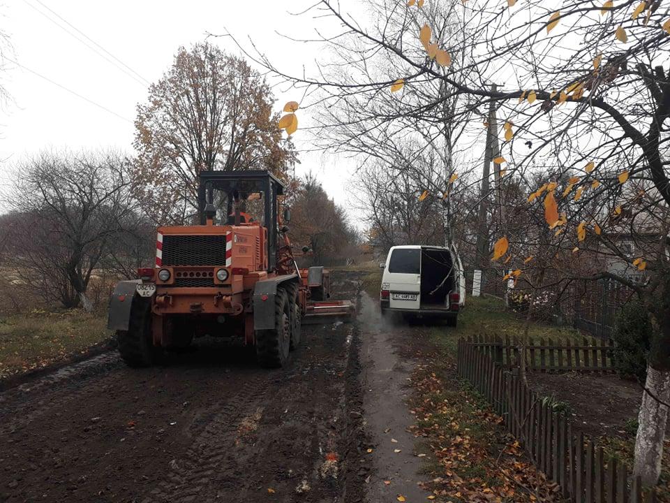 Волиняни за власні кошти відремонтували дороги на вулицях, де проживають