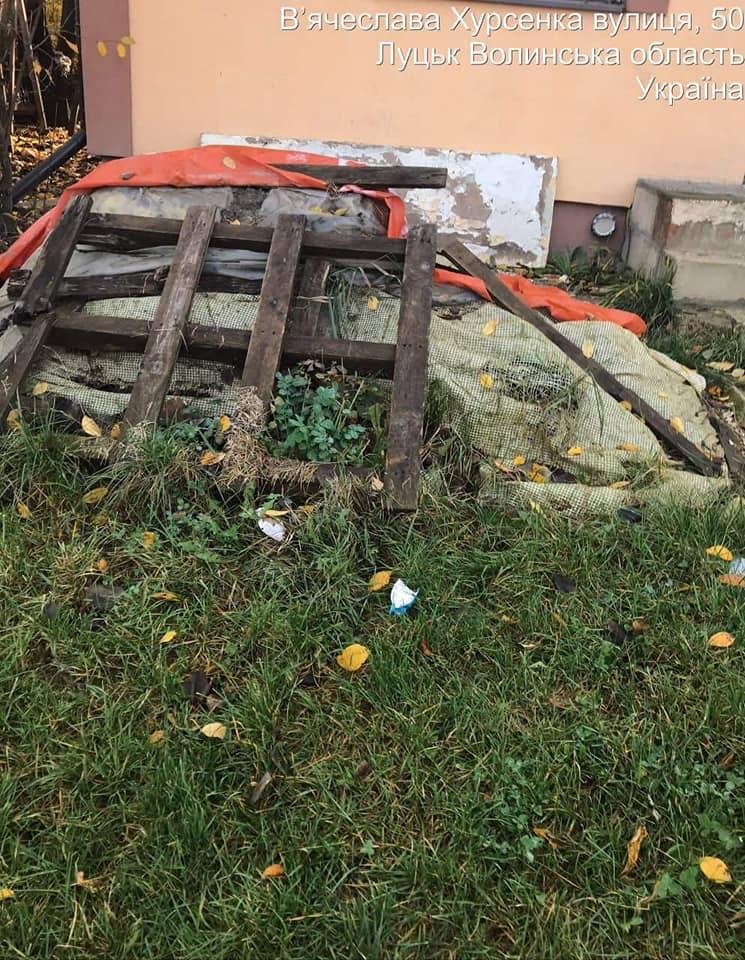 У Луцьку посеред вулиць викидають сміття. ФОТО