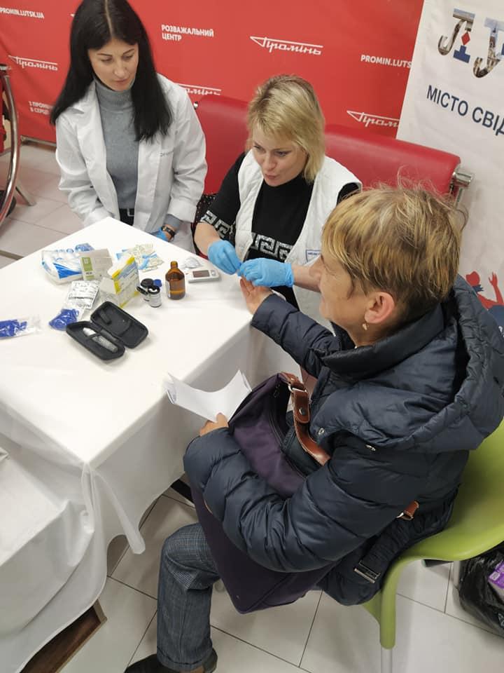 У Луцьку пройшла акція до всесвітнього дня боротьби з цукровим діабетом