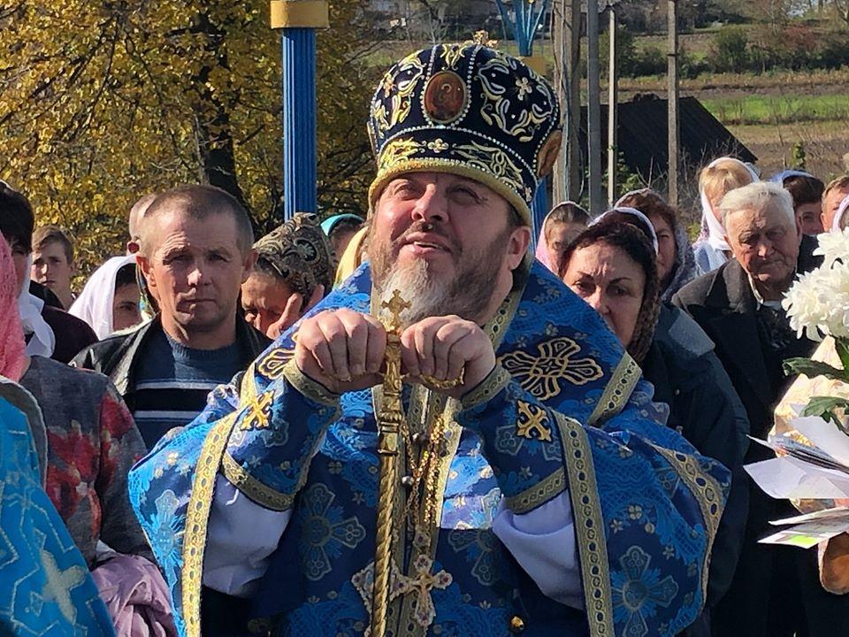 Єпископ ПЦУ відмовляється писати своє прізвище в дужках