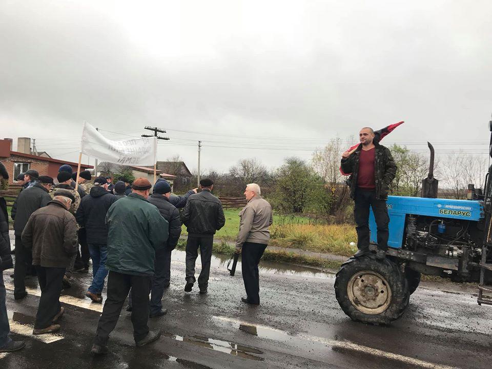 На Волині перекрили дорогу, протестуючи проти продажу землі. ФОТО. ВІДЕО