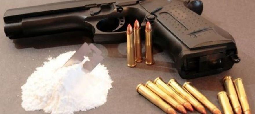 У Луцьку спіймали чоловіка з наркотиками та пістолетом