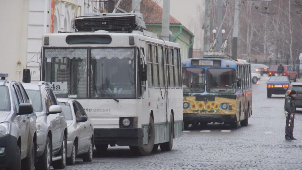 У лучанина двічі зняло гроші в тролейбусі