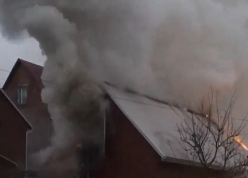 У місті на Волині горить гараж. ВІДЕО