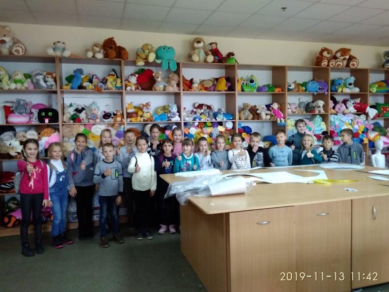 Волинським шолярам провели ексурсію іграшковою фабрикою. ФОТО