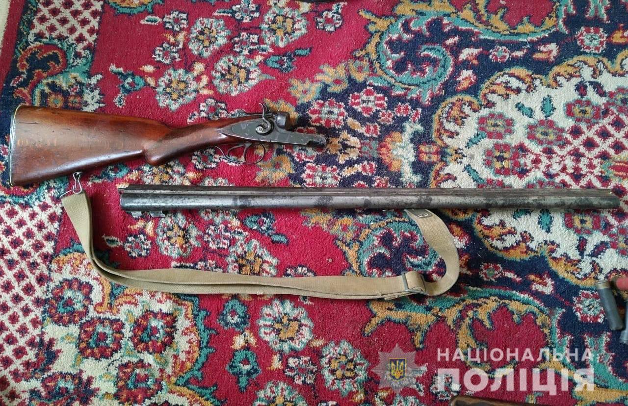На Волині поліцейські вилучили в місцевого жителя зброю та боєприпаси