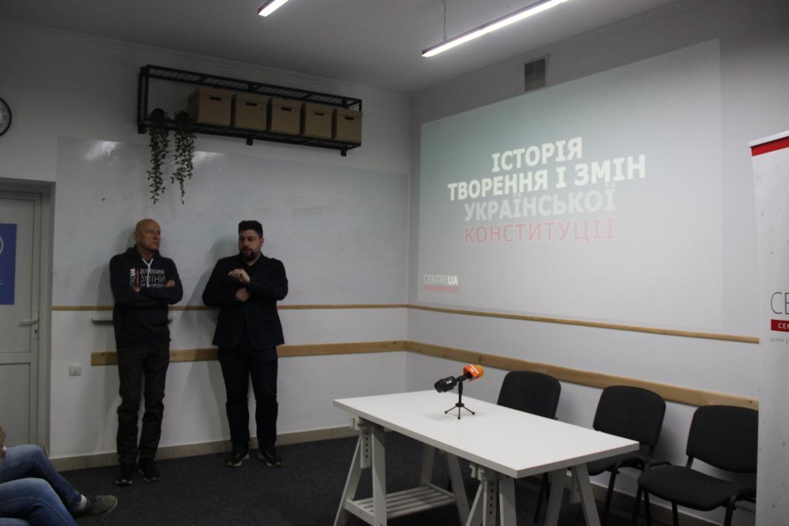 Чому законодавча ініціатива народу може стати небезпечною ініціативою – у Луцьку проаналізували зміни до Конституції від Зеленського