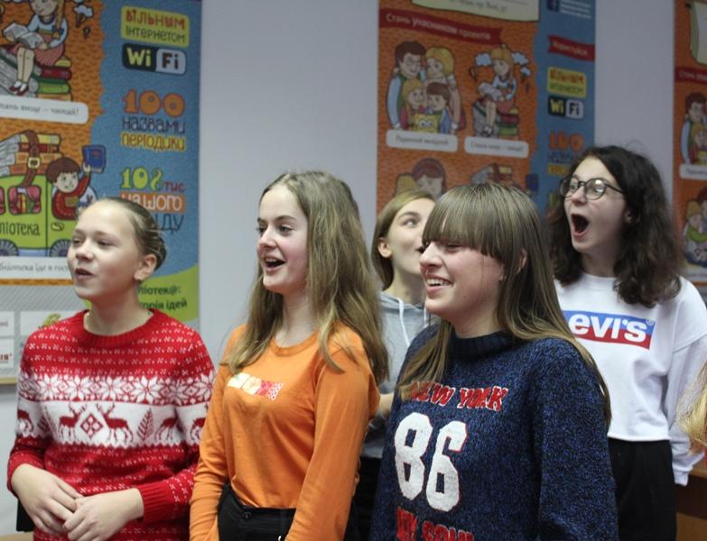У Луцьку школярам провели урок акторської майстерності. ФОТО