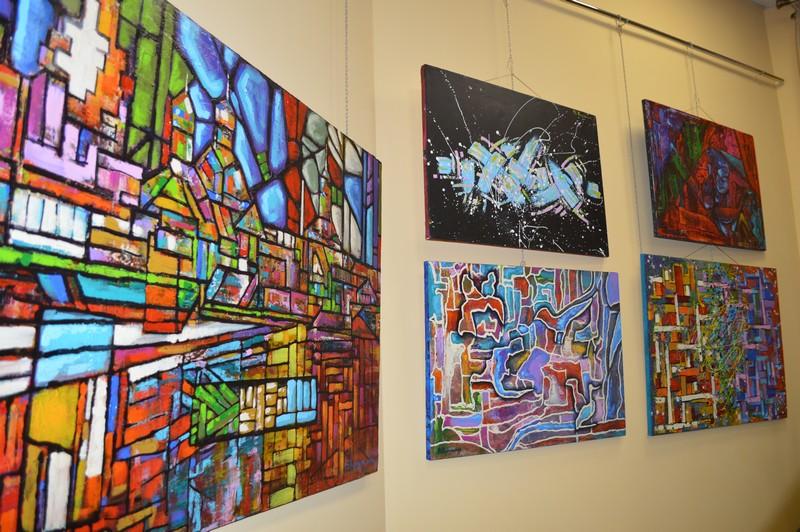 У місті на Волині запрошують на виставку картин молодого художника