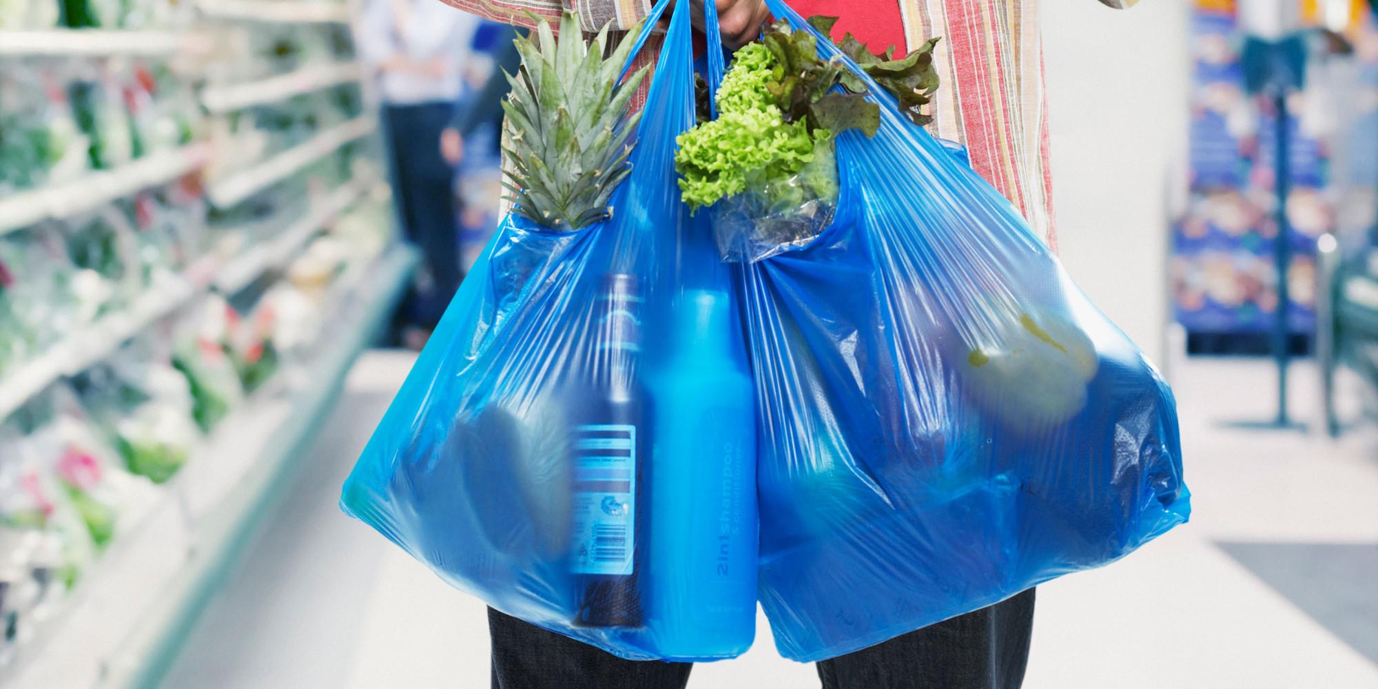 В Україні зменшать кількість пластикових пакетів у магазинах