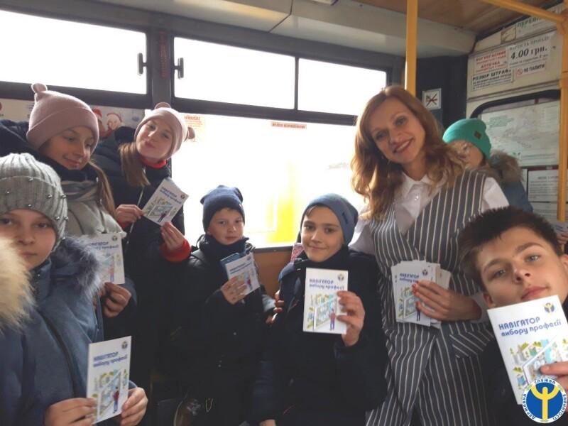 Луцьким школярам провели екскурсію на тролейбусі