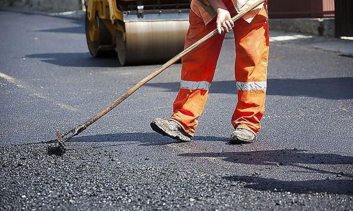 Підприємство депутата Луцькради відремонтує пішохідну доріжку до парку
