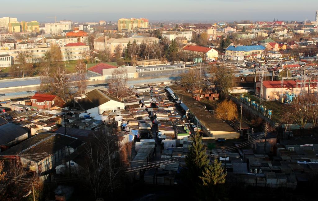 Повідомили, на якій частині Центрального ринку у Луцьку знесуть контейнери