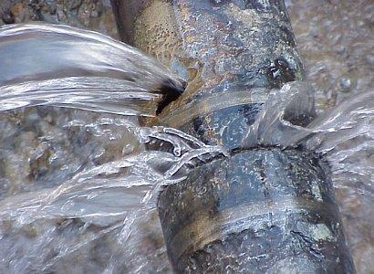 Через аварійний прорив водогону у деяких мікрорайонах Луцька немає води