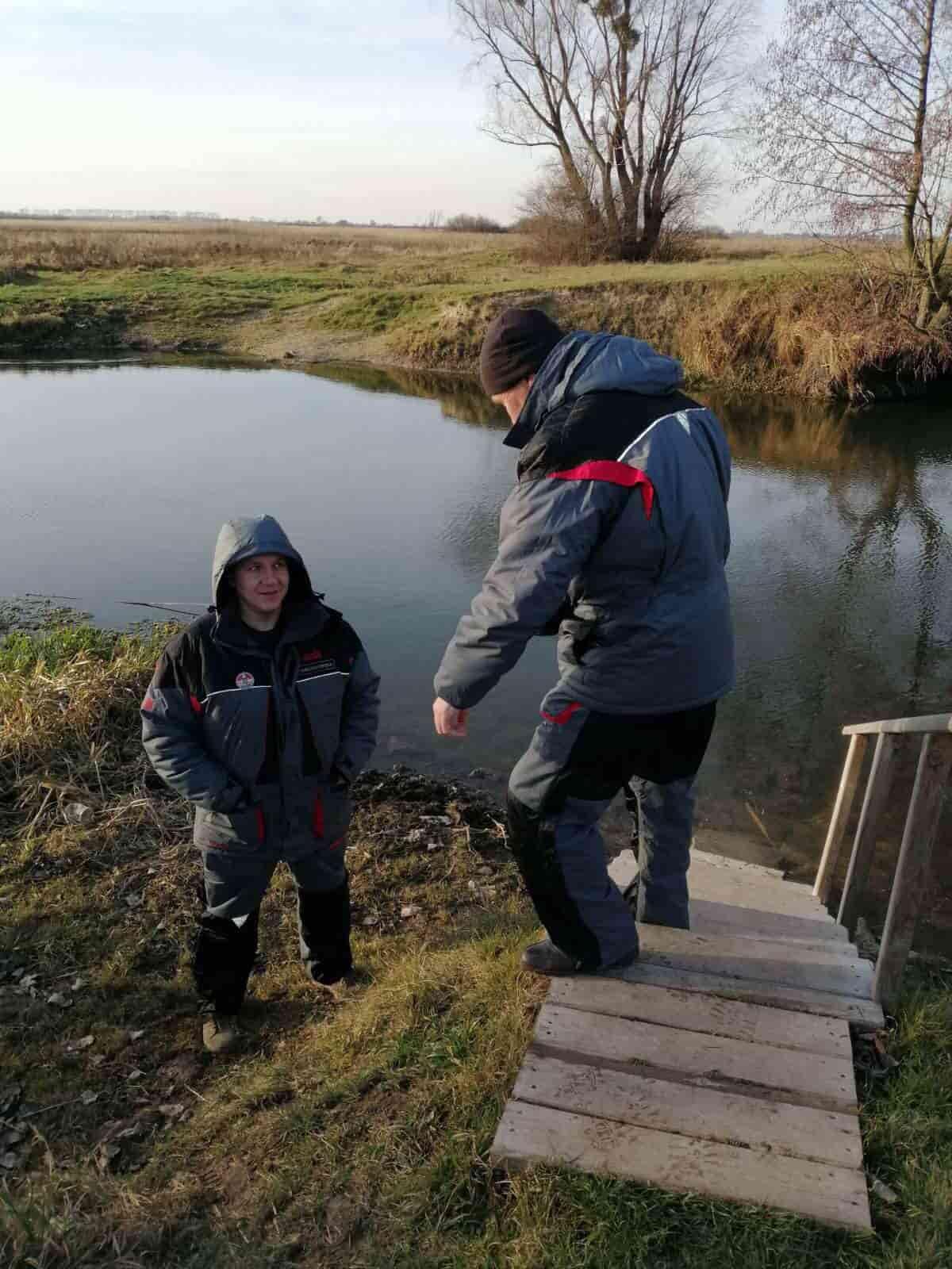На Волині державні інспектори рибоохорони патрулюють річку після зариблення